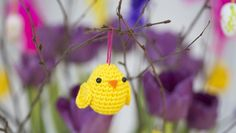 Virka en söt påskkyckling att hänga i riset! Diy And Crafts, Crafts For Kids, Textiles, Easter Crochet, Crochet Animals, Easter Eggs, Free Crochet, Crochet Earrings, Crochet Patterns
