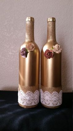 All of these wine bottle designs offer a mass of techniques to re-use and reinvent this day-to-day item, Do you want to decide to repurpose personal wine bottle or repurpose it? Glass Bottle Crafts, Wine Bottle Art, Diy Bottle, Altered Bottles, Recycled Bottles, Bottle Painting, Bottles And Jars, Bottle Design, Jar Crafts