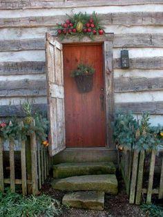 34 Best Ideas For Rustic Front Door Decorations Log Cabins Log Cabin Christmas, Primitive Christmas, Country Christmas, Cottage Christmas, Simple Christmas, Beautiful Christmas, Primitive Homes, Primitive Decor, Primitive Bedroom