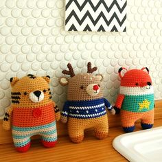 This is a crochet pattern in PDF – NOT the dolls in the picture! *Recommended for those who can understand SYMBOL PATTERNS. (In written pattern it does not have any instruction of changing yarn color.) ★★★* When you stitch monkey please stitch it tigther than usual.★★★ SKILL LEVEL