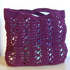 Free crochet pattern for a Beach or Yarn Tote.