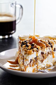 Frozen Samoa Pie is pretty much a chocolate-caramel-coconut lover& dream. Delicious frozen layers will keep you coming back for more. Frozen Desserts, No Bake Desserts, Just Desserts, Delicious Desserts, Yummy Food, Cold Desserts, Gourmet Desserts, Frozen Pies, Gastronomia