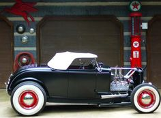 Old school 32 Ford roadster with hot flathead