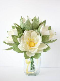crepe paper waterlily arrangement, designed and handcrafted by paPetal crepe paper flowers - Arranjo de Vitórias Régias feitos de papel crepom pela Papetal.