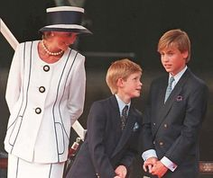 I'm not a fan of Diana, but goodness, she had a wardrobe I'd kill for.  Love this!