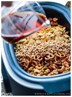 Winter Spice Slow Cooker Snack Mix #slowcooker #GoNutsforNuts | www.cookingandbeer.com | @jalanesulia