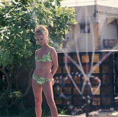 【ELLE】フェイ・ダナウェイ(1967年)|永遠の憧れ! おしゃれアイコンのビキニルック18選|エル・オンライン