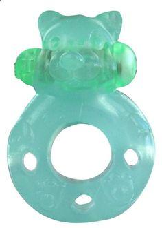 ANILLO VIBRADOR VERDE TEDDY DE ALIVE. Con forma de osito y la elasticidad suficiente para adaptarse a cualquier tamaño de pene. Permite una intensa estimulación del clítoris de la mujer gracias a su vibración, prolongando a la vez la erección y retardando la eyaculación del hombre. Silicona muy resistente, flexible y de tacto muy agradable. Resistente al agua. #anillo #vibrador #Alive