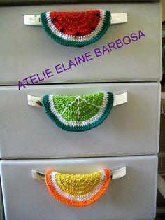 puxador de geladeira - Pesquisa Google Crochet Mat, Crochet Towel, Crochet Potholders, Love Crochet, Beautiful Crochet, Crochet Doilies, Crochet Flower Patterns, Crochet Blanket Patterns, Crochet Designs