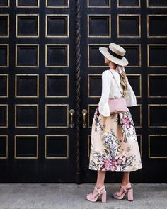 """Blair Eadie / Pretty in pink // the perfect velvet pink accessories these platform sandals are a…"""" Mode Outfits, Skirt Outfits, Chic Outfits, Summer Outfits, Lookbook, Vogue, Parisian Style, Playing Dress Up, Modest Fashion"""