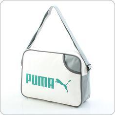 Eine klassische Airliner Bag, wie sie fast jeder macht? Nein, denn keiner macht sie wie Puma. Design trifft Tradition. Puma Heritage ist tonangebend. Markant, unverwechselbar, unvergleichlich: Das Puma-Logo prägt den Charakter dieser Tasche.