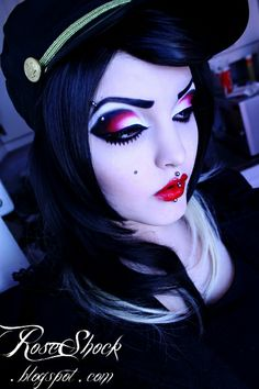 This girl's makeup is amazing   roseshock.blogspot.com