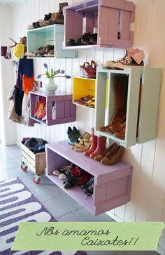 Nichos de Caixotes de feira!! para organizar sapatos entre outros, deixe a imaginação fluir!!!  lindo, pratico e ecológico..