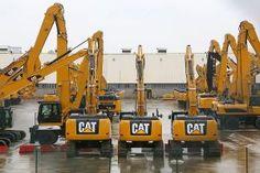 Zorgelijke tijden voor Caterpillar (fotoserie) -  Het zijn stoere voertuigen, die graafmachines van Caterpillar. Achter de fabriekspoort is de romantiek wat minder groot donderdag. De fabrikant is van plan 1400 banen te schrappen.  Foto EPA