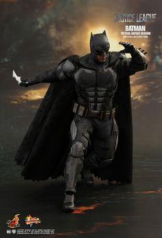 Tactical Batsuit: See Hot Toy's Justice League Batman Batman Arkham Orígenes, Deathstroke Batman, Jim Lee Batman, Bane Batman, Batman Vs Superman, Batman Suit, Batman Poster, Batman Comic Art, Ben Affleck