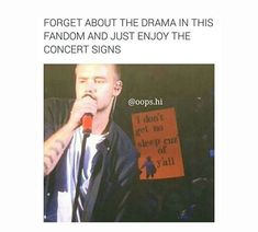 Concert signs are the best 👍😂 One Direction Humor, One Direction Pictures, I Love One Direction, Concert Signs, 1d Concert, Directional Signs, How To Get Sleep, 1d And 5sos, I Love Him