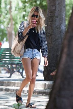 Kate Moss, on the streets of Lisbon, Portugal. Fashion Days, Look Fashion, Everyday Fashion, Womens Fashion, Estilo Kate Moss, Kate Moss Style, Casual Outfits, Cute Outfits, Mode Inspiration