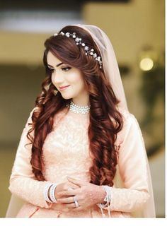 Gorgeous Wedding Hairstyles for Long Hair Pakistani Bridal Hairstyles, Pakistani Bridal Makeup, Bridal Mehndi Dresses, Wedding Hairstyles For Long Hair, Bridal Outfits, Pakistani Hair Style, Open Hairstyles, Bride Hairstyles, Bridal Makeup Looks