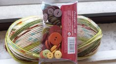 oggi ho trovato dei bottoni che si abbinano perfettamente ai colori della lana