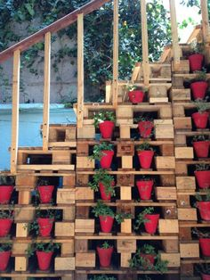 Pallet stairs in the Bazar Fusion : a mexican designer's bazaar made out with an entire pallet decor | 1001 Pallets