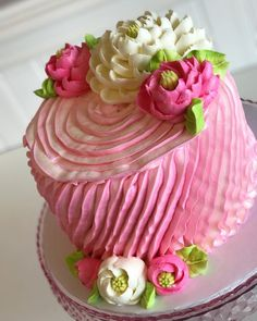 A pretty little ruffled beauty Hope your Wednesday is a sweet one! A pretty little ruffled bea Cake Decorating Techniques, Cake Decorating Tips, Cookie Decorating, Gorgeous Cakes, Pretty Cakes, Amazing Cakes, White Flower Cake Shoppe, Cake Decorating Frosting, Occasion Cakes