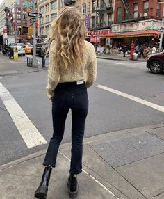 Cozy knit and cropped jeans - - Source by Moda Dr. Martens, Mode Outfits, Fashion Outfits, Modest Fashion, Paris Mode, Mode Streetwear, Minimal Fashion, Minimal Clothing, Mode Inspiration