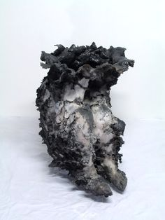 Juliana Cerqueira Leite, known for her sculptures made from interactions between body and clay.