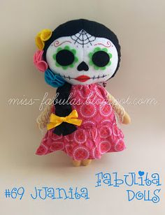 Miss Fábulas: Dolls Halloween Doll, Halloween Crafts, Felt Decorations, Halloween Decorations, Tilda Toy, Crochet Monsters, Ugly Dolls, Cotton Crafts, Gothic Dolls