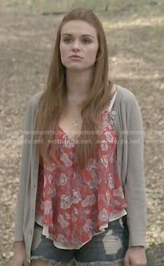 Lydia's red floral top and grey cardigan on Teen Wolf. Outfit Details: http://wornontv.net/51180/ #TeenWolf