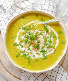 Krémové polévky jsou velmi oblíbené. Jejich hladivá struktura je zvláště v zimě vyloženě příjemná. Cheeseburger Chowder, Thai Red Curry, Struktura, Soup, Ethnic Recipes, Soups
