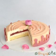Ispahan Rose & Lychee Entremet - so delicate, sweet-perfumed and fancy 💕💕 For the crown strip I used Callebaut's Ruby Chocolate. This is the cake I've created for my birthday ❤️ Red Velvet Cheesecake, Oreo Cheesecake, Oreo Mousse, Cupcakes, My Recipes, Vanilla Cake, Coco, Creme, Yummy Food