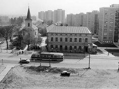 Rozestavěné sídliště F1. Na ulici I. P. Pavlova můžeme ještě vidět zbytky původní zástavby. Demolici unikl kostel P. M. Pomocnice a několik domů z první poloviny 20. století.