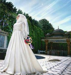Нравится фото? Жми на лайк Modest Wedding Dresses, Bridal Dresses, Bridesmaid Dresses, Wedding Hijab, Wedding Poses, Hijab Style Dress, Hijab Fashionista, Muslim Brides, Girl Poses