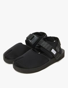 3b8a5bc09 Technical sandal from SUICOKE in Black. Split toe. Two adjustable Velcro  straps. SUICOKE