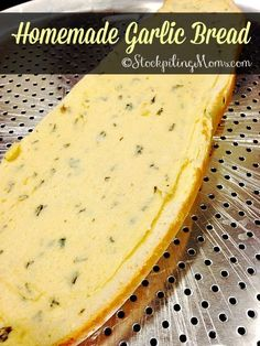 Homemade Garlic Bread is mouthwatering and perfect for pasta dinner recipes! Homemade garlic bread is delicious and perfect for pasta dinner recipes! Garlic Butter Spread, Garlic Butter For Bread, Make Garlic Bread, Homemade Garlic Bread, Homemade Recipe, Homemade Breads, Homemade Pasta, Bread Machine Recipes, Bread Recipes