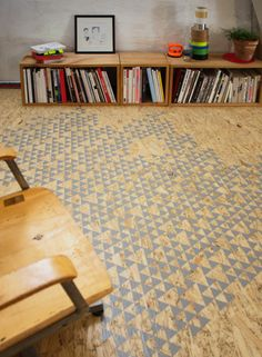 I'd love to try pattern painting a wooden floor.....