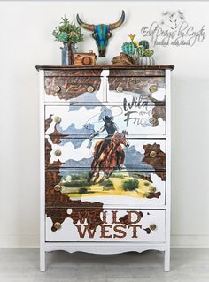 This dresser has wood peeking through with the white painted areas mimics a cowhide design perfectly! Then Crystin added the Wild West Decor Transfer® to tie in the whole design plan. Love how she got creative with the this transfer. Furniture Wax, Western Furniture, Design Furniture, Furniture Makeover, Painted Furniture, Cabin Furniture, Garden Furniture, Rustic Furniture, Antique Furniture