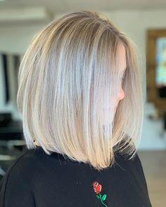 Famous Blonde Bob Hair Ideas in 2019 – The UnderCut - Mittellange Haare Haarschnitt Graduated Bob Hairstyles, Angled Bob Hairstyles, Blonde Bob Hairstyles, Mohawk Hairstyles, Straight Hairstyles, Blonde Bob Haircut, Fancy Hairstyles, Blonde Graduated Bob, Straight Bob Haircut