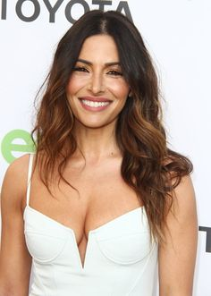Sarah Shahi sexy showed off her deep cleavage at the Annual Environmental Media Awards in Beverly Hills, the actress chose for the event a simple white dress with a neckline by Alexander Wand Hottest Female Celebrities, Girl Celebrities, Beautiful Celebrities, Beautiful Actresses, Gorgeous Women, Beautiful People, Celebs, Sarah Shahi, Leisha Hailey
