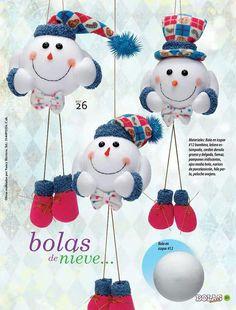 1 million+ Stunning Free Images to Use Anywhere Christmas Makes, Christmas Snowman, Holiday Ornaments, Christmas Time, Christmas Wreaths, Christmas Decorations, Snowman Crafts, Holiday Crafts, Crafts For Seniors