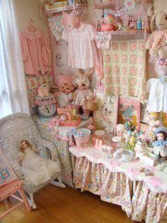 Girls Bedroom Retro Mod 30s 40s 50s Blue Pink Yellow Decor Idea