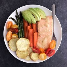 www.sizzlefish.com What's on your plate for lunch today? @fitchick428 has the perfect combination of Sizzlefish Coho salmon, potatoes, veggies, and avocado! _ Head to our website: www.sizzlefish.com to order your perfectly portioned fish and shellfish today! Don't forget!