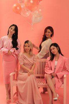 Kpop Girl Groups, Korean Girl Groups, Kpop Girls, K Pop, Divas, 3 People Costumes, South Korean Women, Mamamoo Kpop, Solar Mamamoo