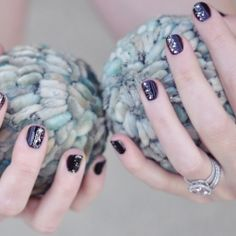 awesome sparkle holiday nails!