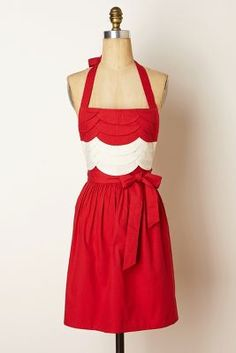 Red scalloped apron, perfect for Christmas, want it! #AnthroFave