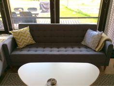 Meitikka: Sohvanvaihtaja Sofa, Couch, Scandinavian Living, Love Seat, Inspiration, Furniture, Home Decor, Biblical Inspiration, Decoration Home