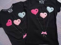 Camiseta personalizada. Globos corazón.