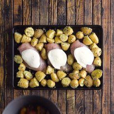 Bruschetta Chicken-Bruschetta-Hühnchen Chicken in bruschetta style with lots of garlic and taste! Bruschetta Chicken, Cooking Recipes, Healthy Recipes, Food Hacks, Food Inspiration, Food Videos, Love Food, Food To Make, Chicken Recipes