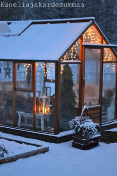 You Need Gardening Insurance For Anyone Who Is A Managing A Gardening Organization Winter Green House. Not That We Get Snow Like That Here, But Still Love It Winter Greenhouse, Cheap Greenhouse, Greenhouse Interiors, Backyard Greenhouse, Greenhouse Plans, Greenhouse Wedding, Homemade Greenhouse, Portable Greenhouse, Greenhouse Film