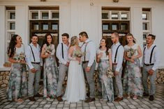 On a dreamlike sunny day in spring, Anita + Johan celebrated their union on the West Coast. Full of botanical touches, sunshine and rustic vibes, this outdoor wedding was the perfect blend of simplicity meets chic. Bridesmaid Dresses, Wedding Dresses, Sunny Days, Chic, Celebrities, Spring, Fashion, Bridesmade Dresses, Bride Dresses